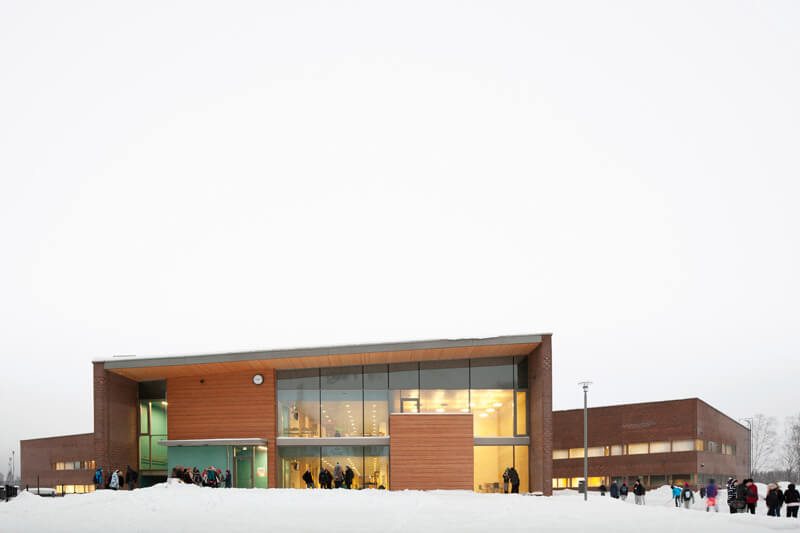 Kirkkoj‰rven koulu - Kirkkoj‰rvi school in Espoo, Finland designed by Verstas architects. Completed in 2010.